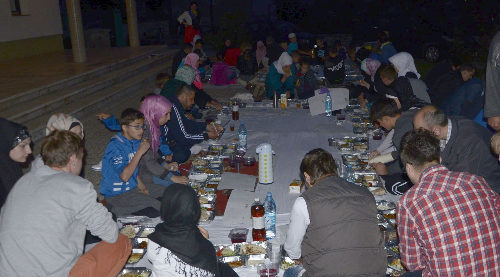 Stipendisti Fondacije organizirali iftar za 200 postača u Livnu