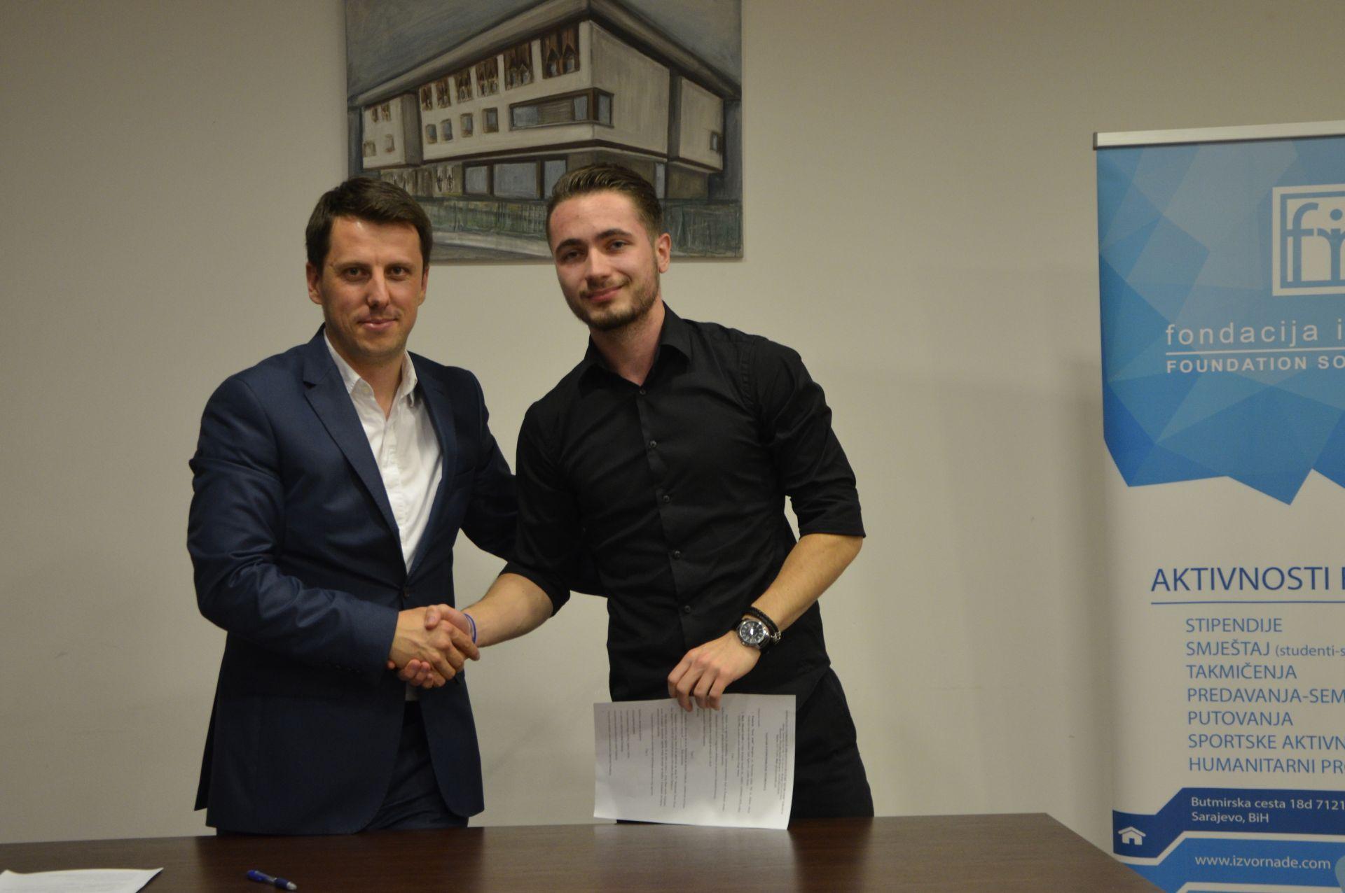 Svecano potpisivanje ugovora o stipendiranju za 2017/2018.  Fondacija Izvor nade Tarik Agetovic i Haris Kudic