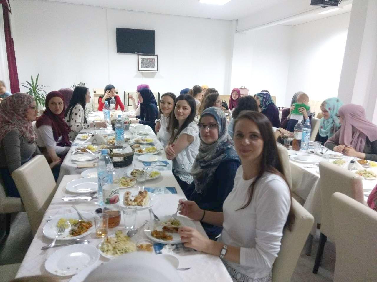 Iftar za bivše stipendiste Fondacije Izvor nade, 16.06.2017.