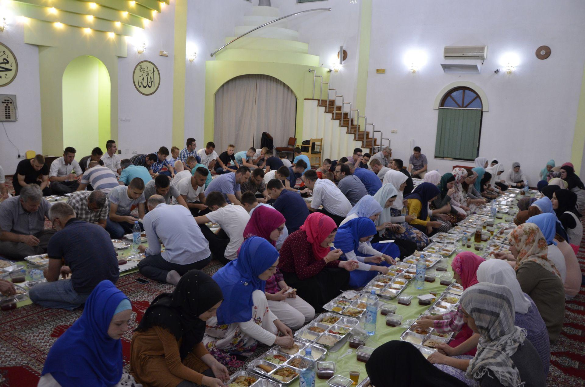 Odzak, iftar u organizaciji Fondacije Izvor nade 2017.